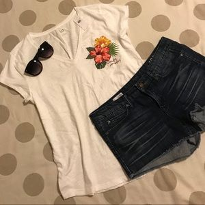 NWT GAP white v neck hibiscus embroidered tee